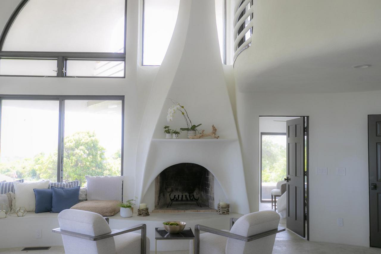 Flowing fireplace